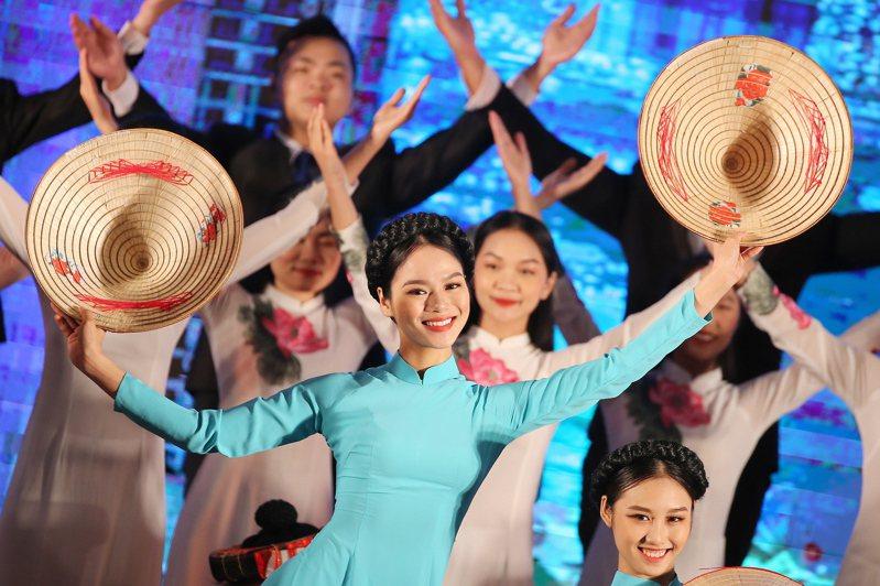 越南、越南的企業為何這麼有自信?匯豐銀行越南分行CEO伊凡斯(Tim Evans)說,越南政府特有的彈性及對疫情大流行的有效反應,提供越南企業仍能笑傲江湖的本錢。歐新社