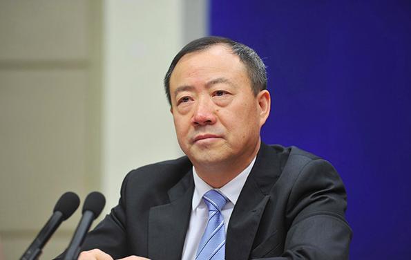 中國銀保監會副主席黃洪表示,中國大陸的信託公司各種跨越監管紅線、陽奉陰違的現象頻繁發生。圖/取自新浪財經網