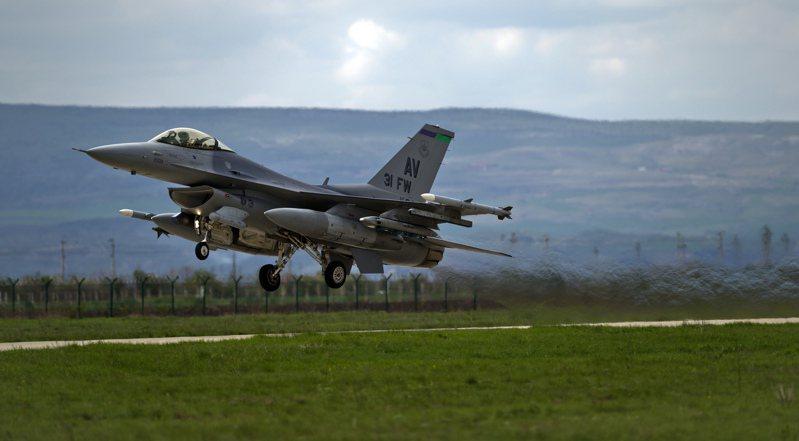 美國威斯康辛州空軍國民兵一架F-16戰機8日晚間驚傳墜毀。美聯社