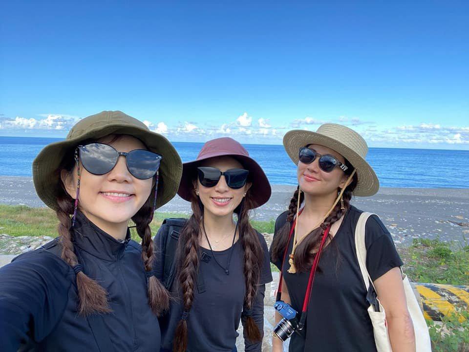 Ella(左起)、Hebe、Selina雖然分飛,但感情依舊緊密。圖/摘自臉書