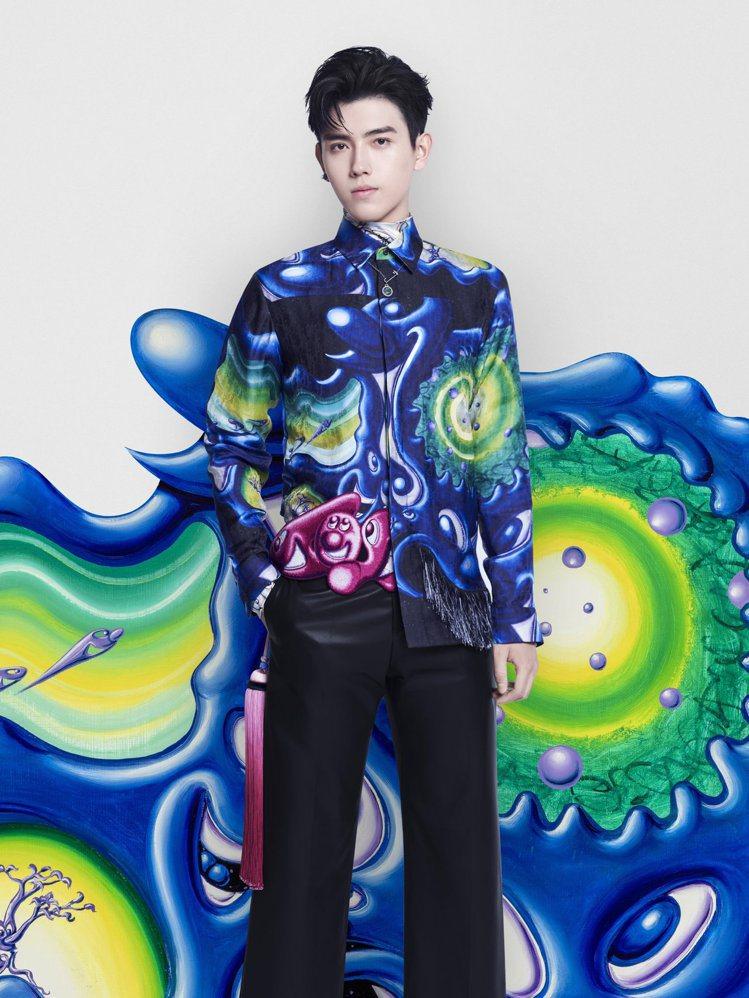 陳凱歌的兒子陳飛宇,現身日昨在大陸舉辦的2021秋季男裝發表。圖/DIOR提供
