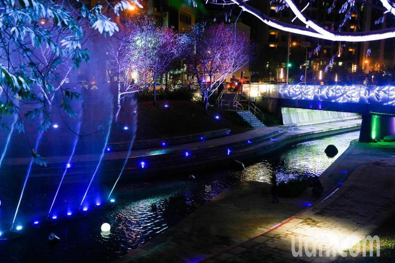 台中柳川水舞燈光秀將於11日到27日登場,每日下午5點30分到晚上9點30分。每隔30分鐘演出一次。記者黃仲裕/攝影