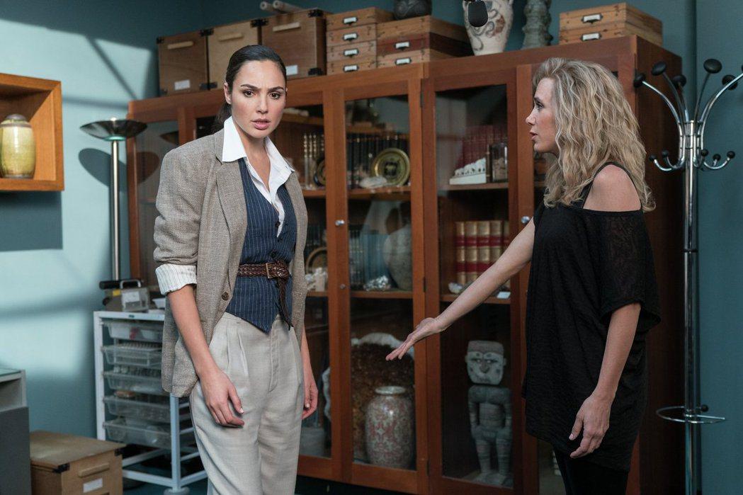 「神力女超人1984」將挖掘更多女主角黛安娜普林斯的內心。圖/華納兄弟提供