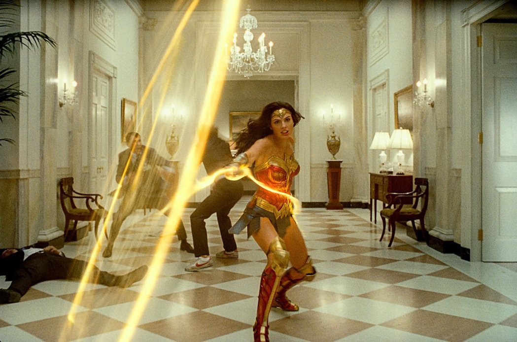 「神力女超人1984」有連番熱烈的刺激動作戲,讓觀眾看得目不暇給。圖/華納兄弟提...