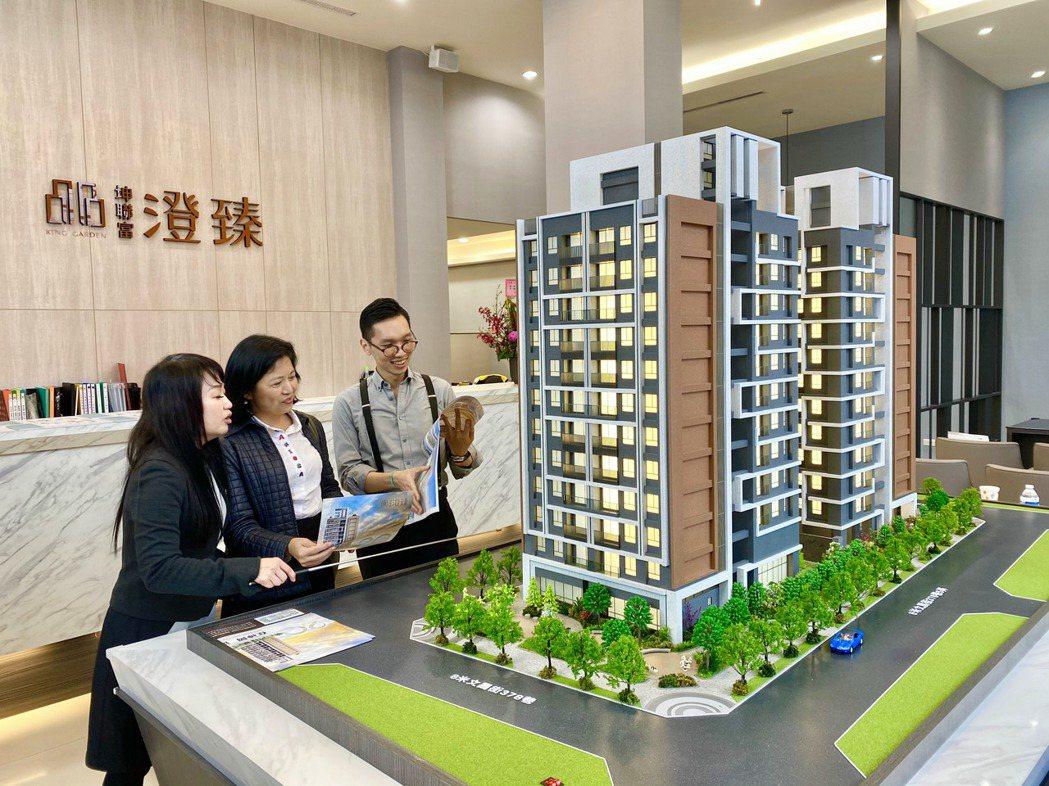 坤聯富建設在神岡推出首件「澄臻」大樓預售案,進場二個月熱銷五成。記者宋健生/攝影