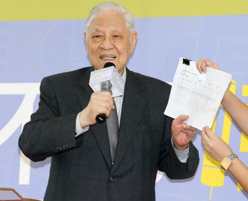 前總統李登輝今年7月30日逝世,最新民調顯示,68.1%的民眾肯定李登輝採取戒急用忍政策,避免台灣產業迅速流失。報系資料照片