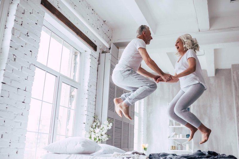 當提到熟齡者的情感生活時,我們往往認為熟齡者就應該享受兒女繞膝、含飴弄孫、平凡和...