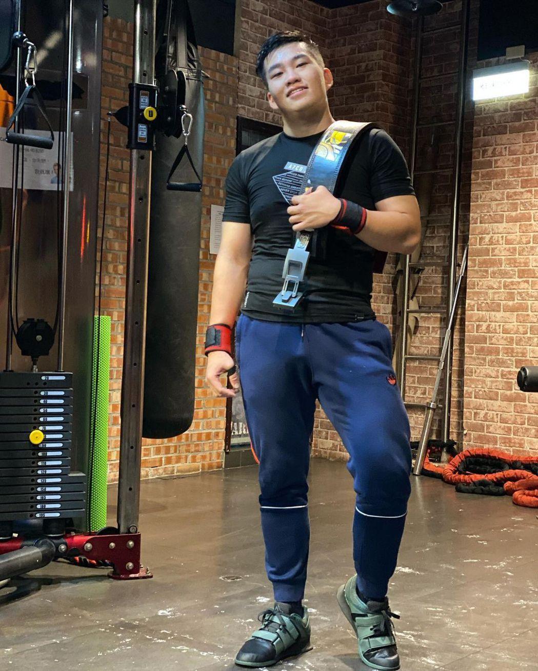 Joeman近年來積極健身。圖/擷自instagram。