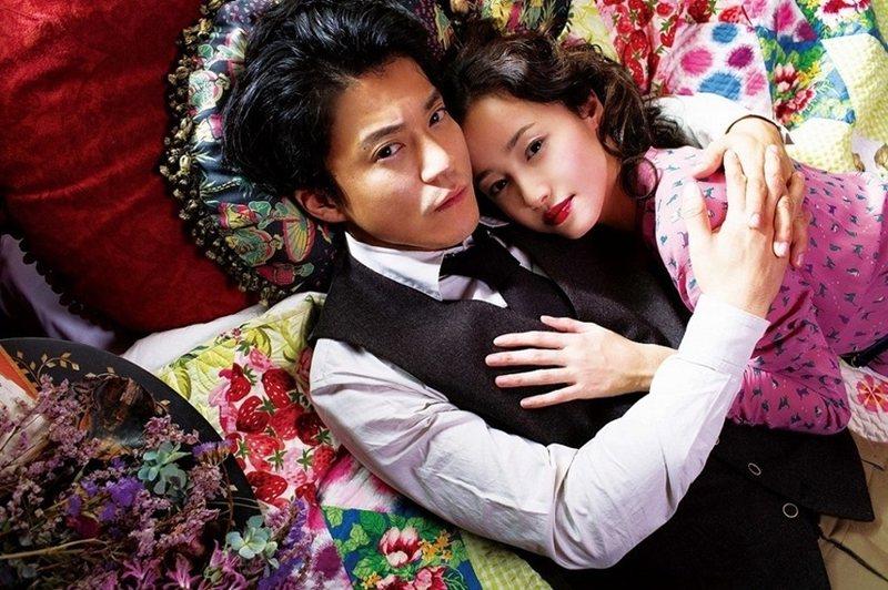 太宰治死後,其作品受到失去人生目標的日本年輕人追讀至今。圖為《人間失格:太宰治與他的3個女人》劇照。 圖/車庫娛樂