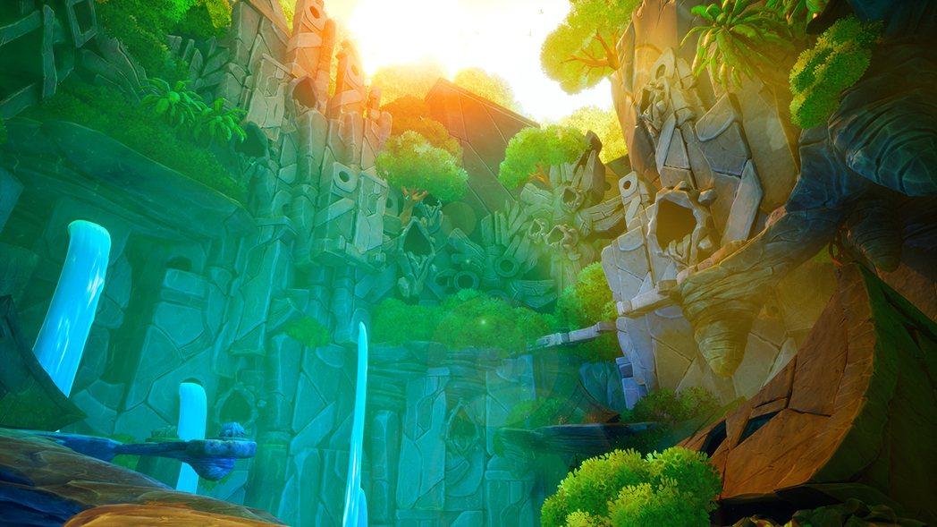 瀑布潺潺的水聲非常清新,照耀在石雕上黃昏的光影也非常美麗。
