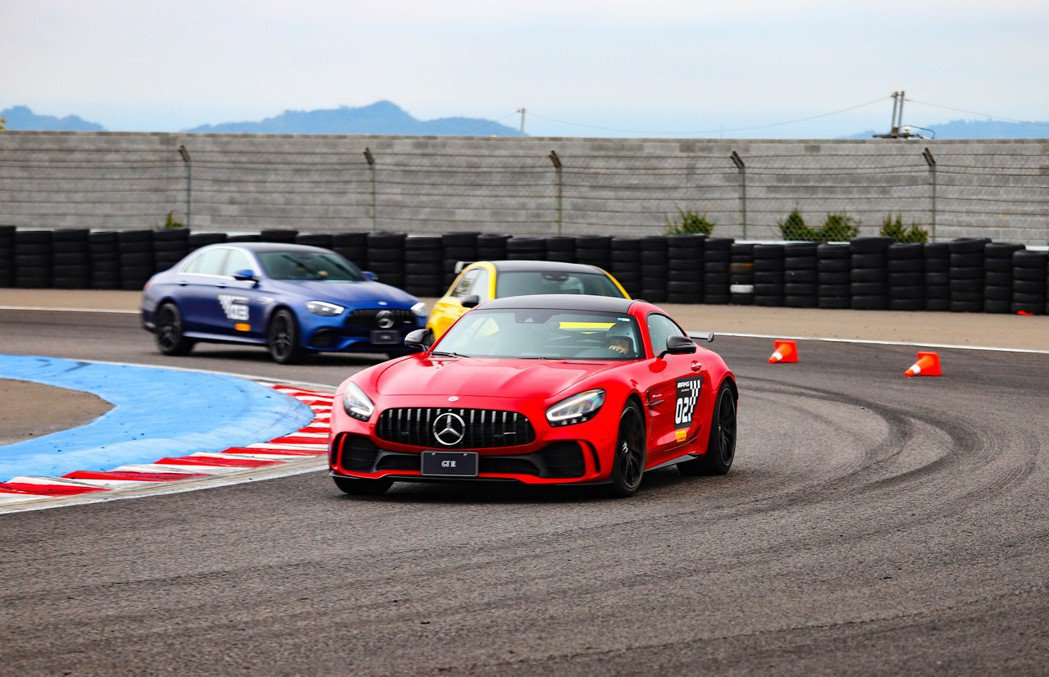 AMG GT R像是不斷地催促駕駛給油的猛獸。 記者張振群/攝影