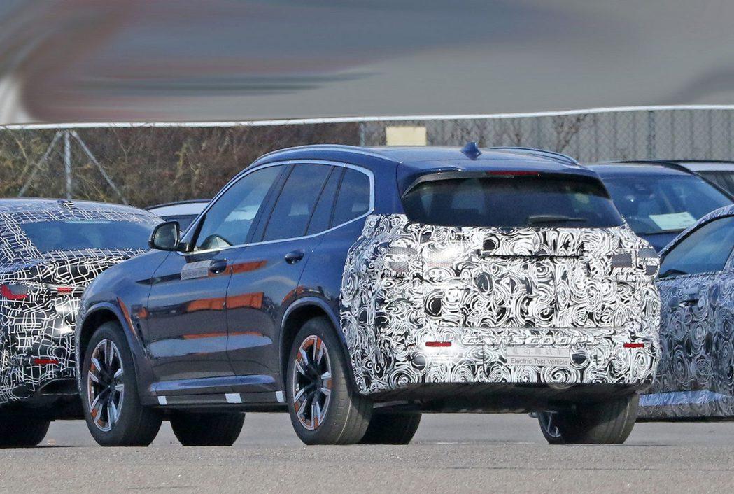 疑似是小改款BMW iX3的偽裝測試車。 摘自Carscoops