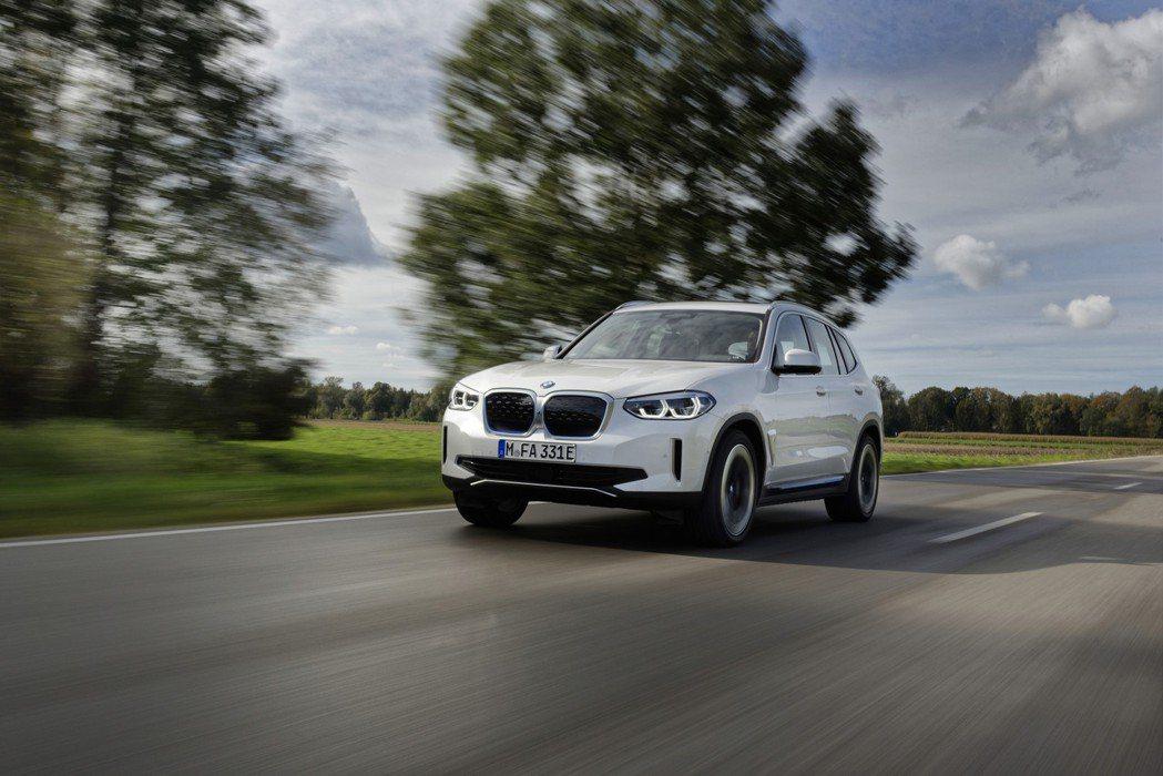 BMW首款純電休旅iX3在今年七月中正式發表。 摘自BMW