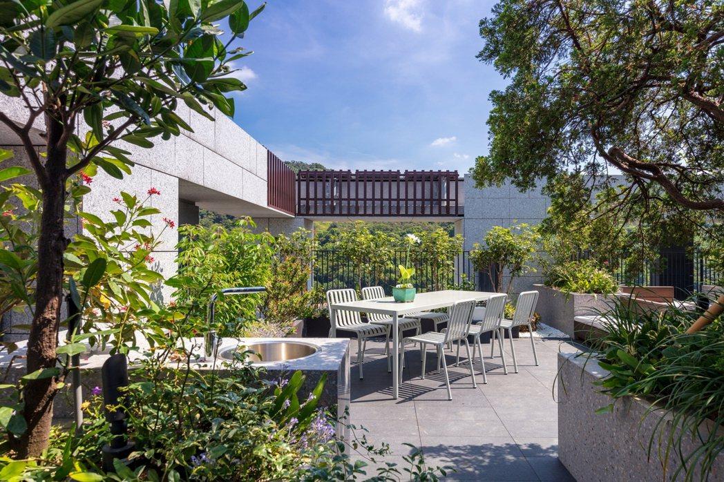 「長野米蘭」種植豐富植栽,不僅加強綠意,也讓空中花園成為令人駐足留戀的空間。...