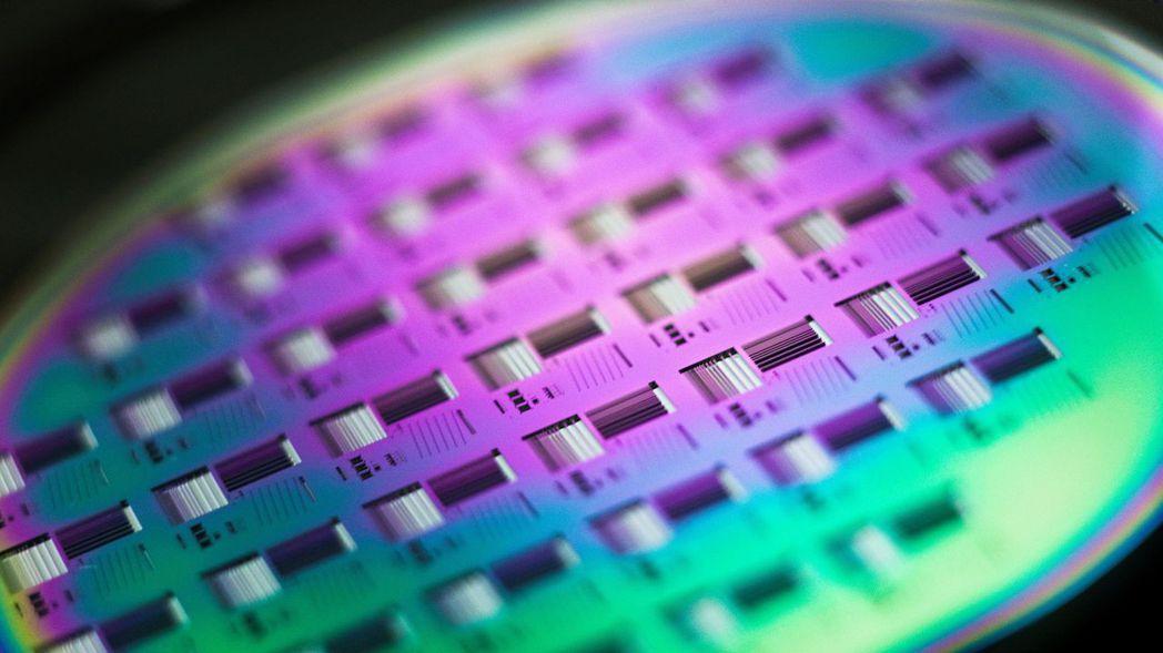 環球晶在全球矽晶圓市占「坐二望一」,在美有兩大生產基地,而且是現在最夯的高功率元...
