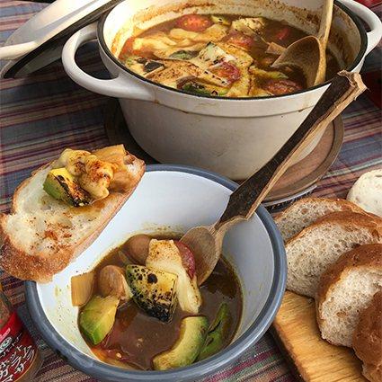 露營達人的野炊咖哩料理教學,指導大家善用大自然取材,做出野炊料理。 台灣好侍食品...