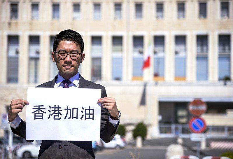 美國《時代》雜誌介紹羅冠聰是香港史上最年輕的立法會議員,在《港區國安法》實施後流亡。(歐新社)