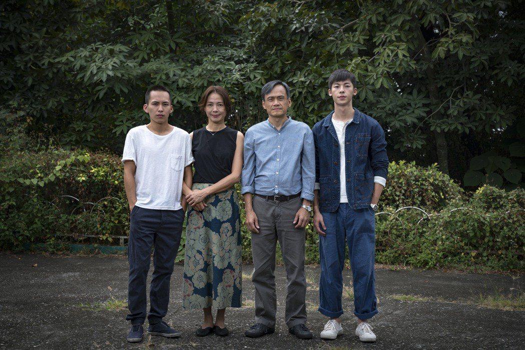 巫建和(左起)、柯淑勤、陳以文及許光漢主演「陽光普照」。圖/甲上提供