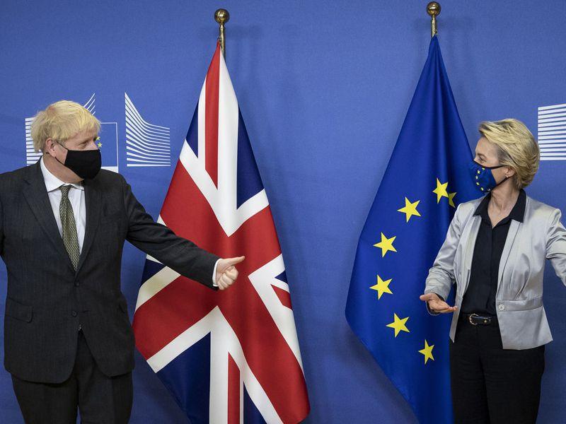 英國首相強生和歐盟執委會主席范德賴恩9日進行晚宴,雙方將於13日進行最終脫歐談判。美聯社