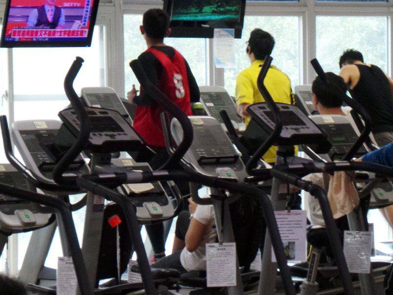 民眾在萬華運動中心運動。圖/聯合報系資料照片