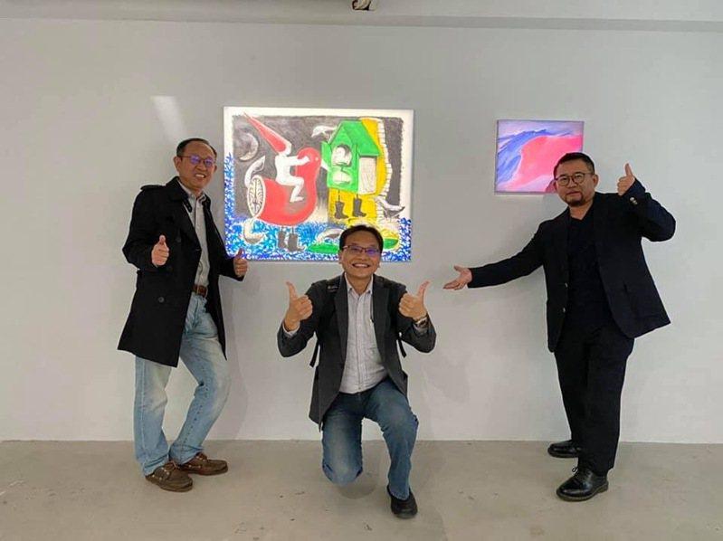崑山科大副教授黃志偉與歌手陳昇合開畫展到12日。圖/黃志偉提供