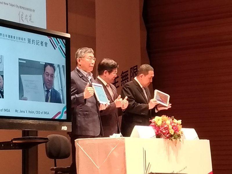 雙北攜手爭取2025世界壯年運動會主辦權。台北市長柯文哲與新北市長侯友宜今天同台、與世界壯年運動總會三地連線視訊簽約。記者林麗玉/攝影