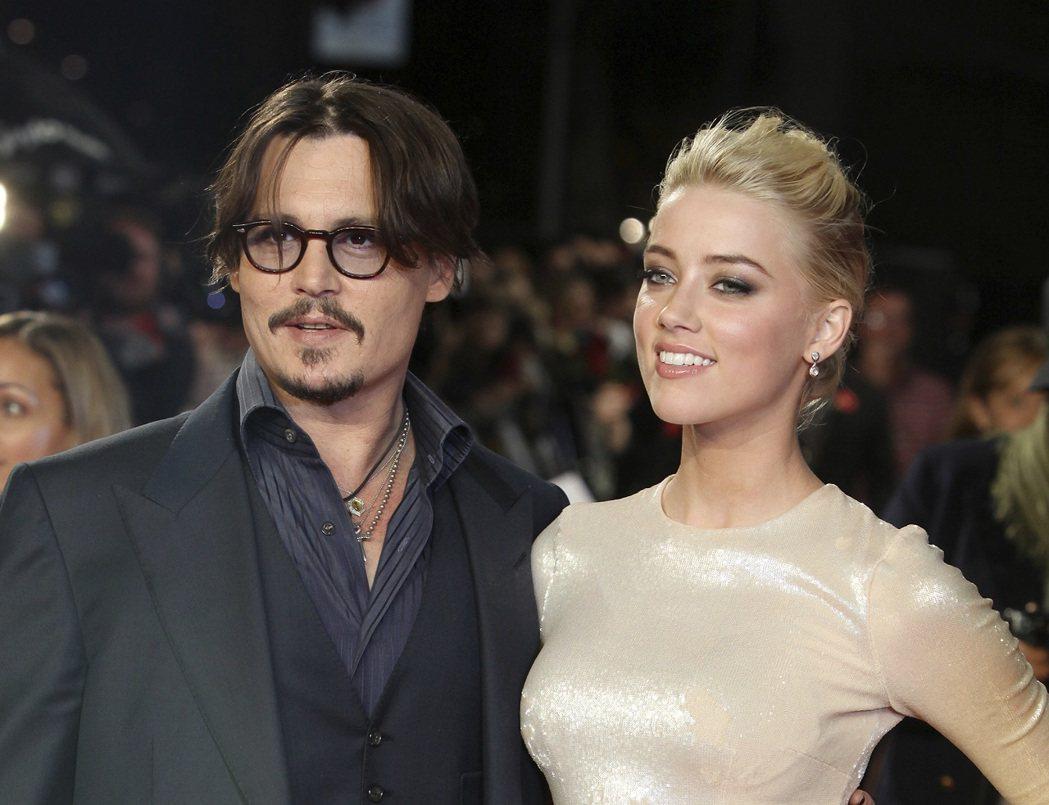 強尼戴普與安珀赫德出席共演電影「醉後型男日記」歐洲首映,攝於2011年。美聯