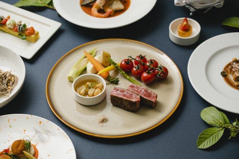 GUSTOSO義大利餐廳「雙12暖冬好食成雙」,即日起至12月23日每周一至六提供「極致和牛饗宴」晚間套餐2200元+10%。圖/慕軒飯店提供