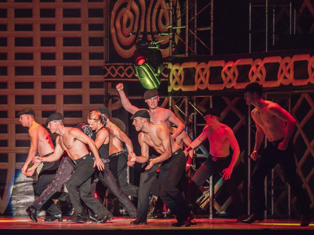 經典舞劇「火焰之舞」進行總彩排,將為台灣舞迷帶來極致視聽震撼。圖/寬宏提供