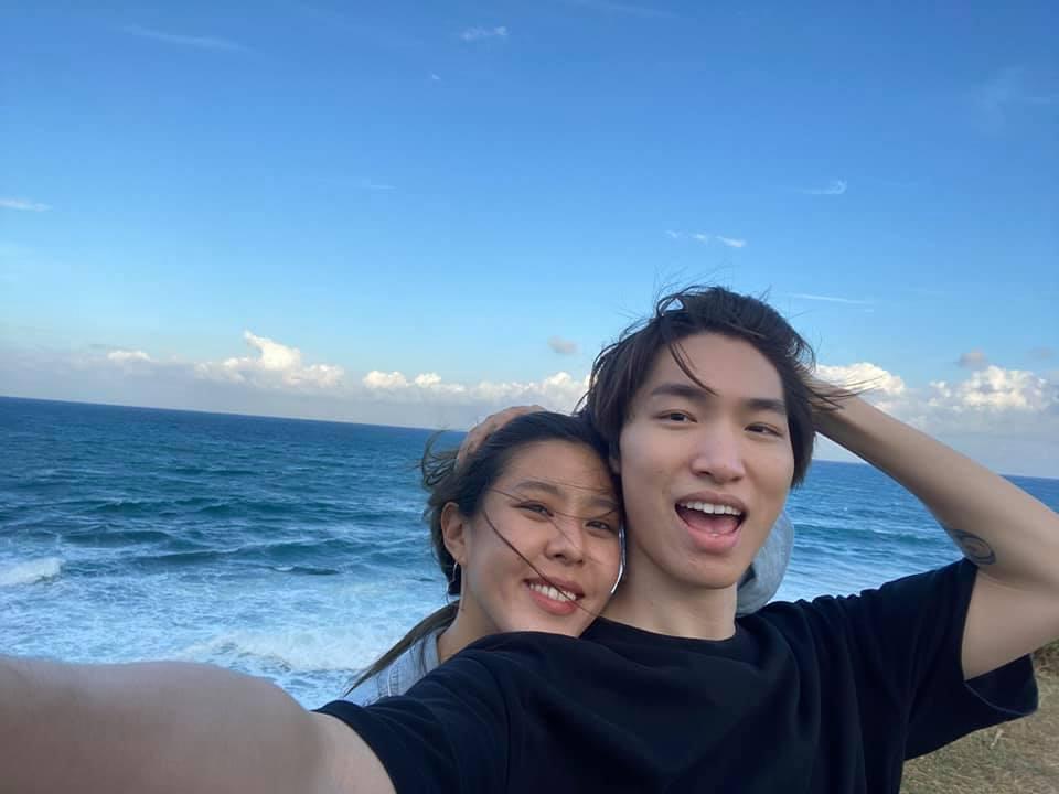 Erika(左)去年參加創作營結識男友呂孝廷。圖/摘自臉書