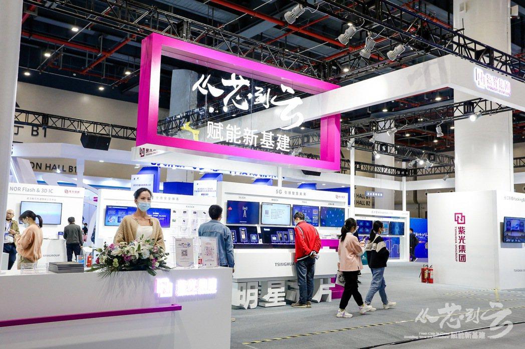 紫光集團再爆公司債違約。圖為紫光集團在上個月舉辦的武漢光博會上的展位。(網路照片...
