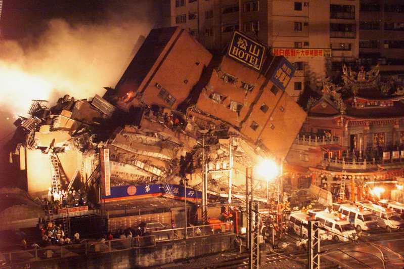 圖為1999年發生921大地震,造成台北市東星大樓倒塌,死傷慘重。報系資料照
