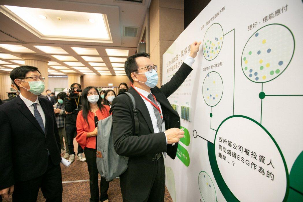 現場近100家企業到場,關注ESG永續議題。(圖/國泰金控提供)