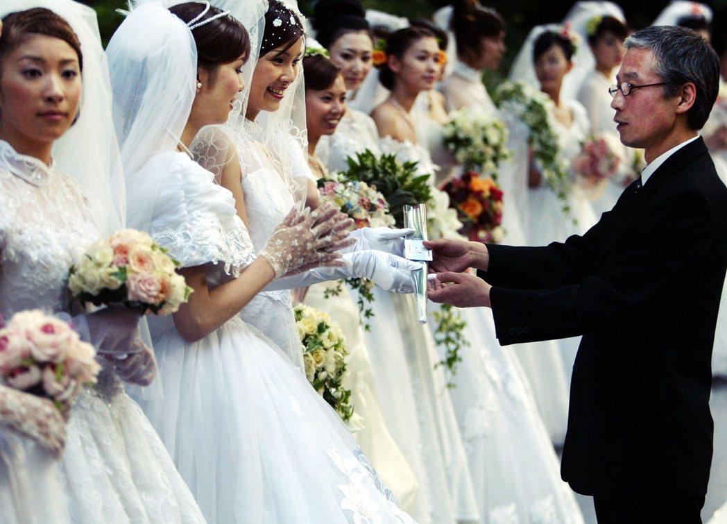 2019年總務省公布人口動態統計顯示,當年結婚件數是59萬8,965對,是將近1...