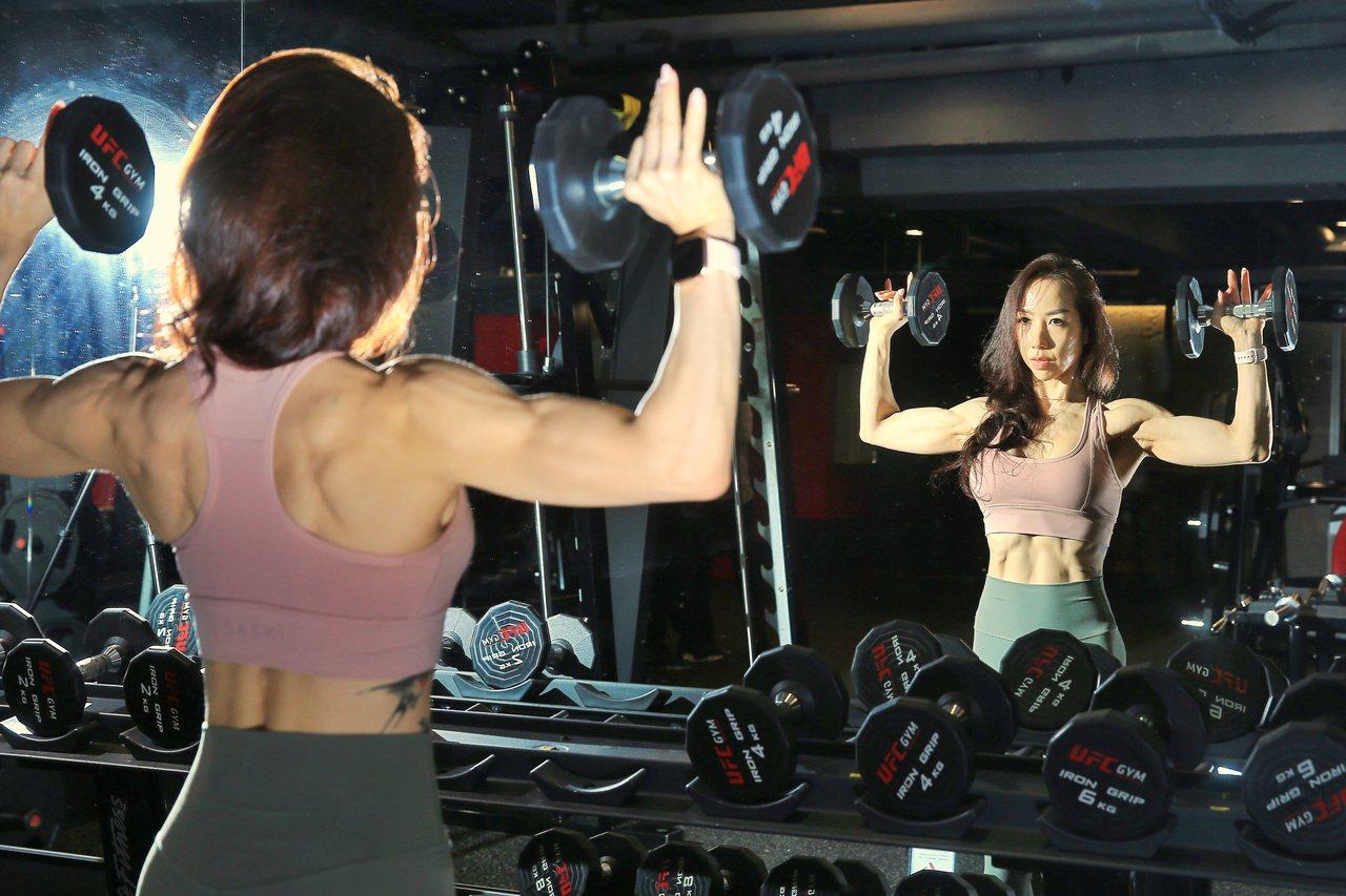 李宜玲十年前投入重訓,已將健身視為生活的一部分。記者林伯東/攝影