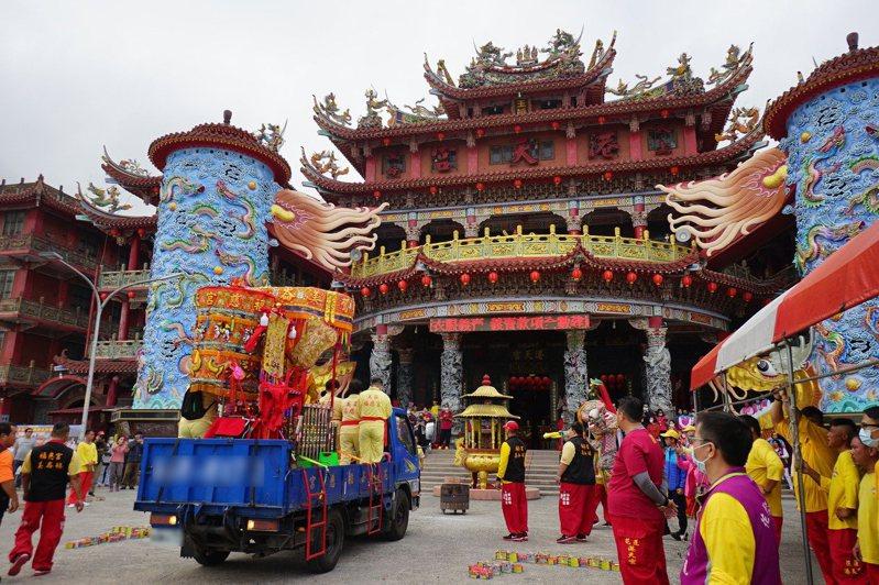 花蓮港天宮37周年宮慶,請來雲林北港朝天宮媽祖雙媽會。記者王燕華/攝影