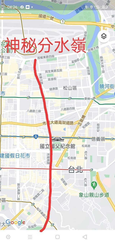 網友指出過了「光復南北路」以東都會飄雨,往西就沒有什麼雨,圖擷自facebook