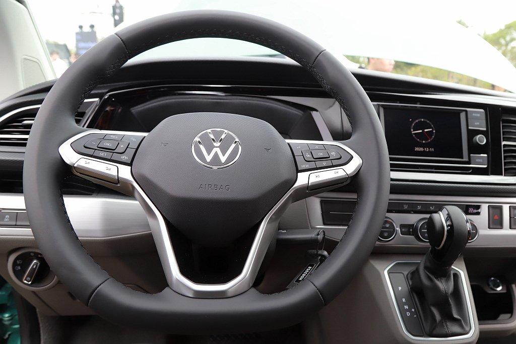 福斯新世代多功能方向盤,大幅提升駕駛者的便利性。 記者張振群/攝影