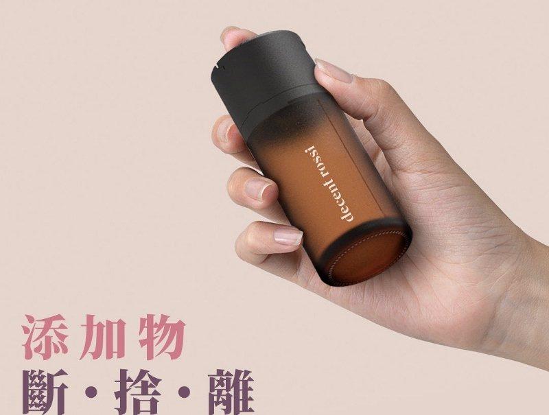 新版「潔髮蜜粉」流轉定量瓶從設計、專利取得到開模,都在挑戰業界高標準。 藥師羅西...