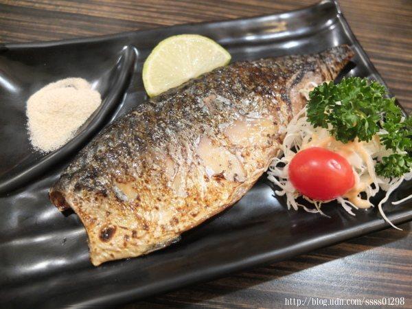 鹽烤鯖魚99元,搭配特製的芥末椒鹽和檸檬汁,無腥味好入口,風味良好