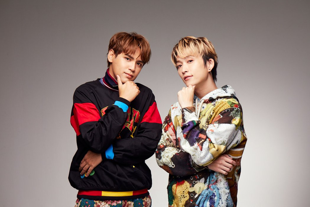 陳零九(左)、邱鋒澤成立「九澤CP專屬社團」,遭轟把粉絲當ATM。圖/滾石唱片提