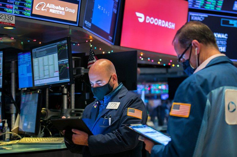 美国财长米努勤和众议院议长裴洛西均表示刺激谈判取得进展,美股投资人寄予厚望。欧新社(photo:UDN)