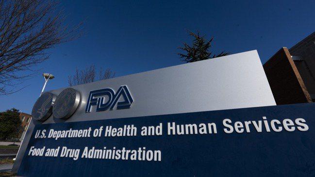 美國食品藥物管理局(FDA)的疫苗諮詢顧問小組10日建議,FDA核准輝瑞-Bio...