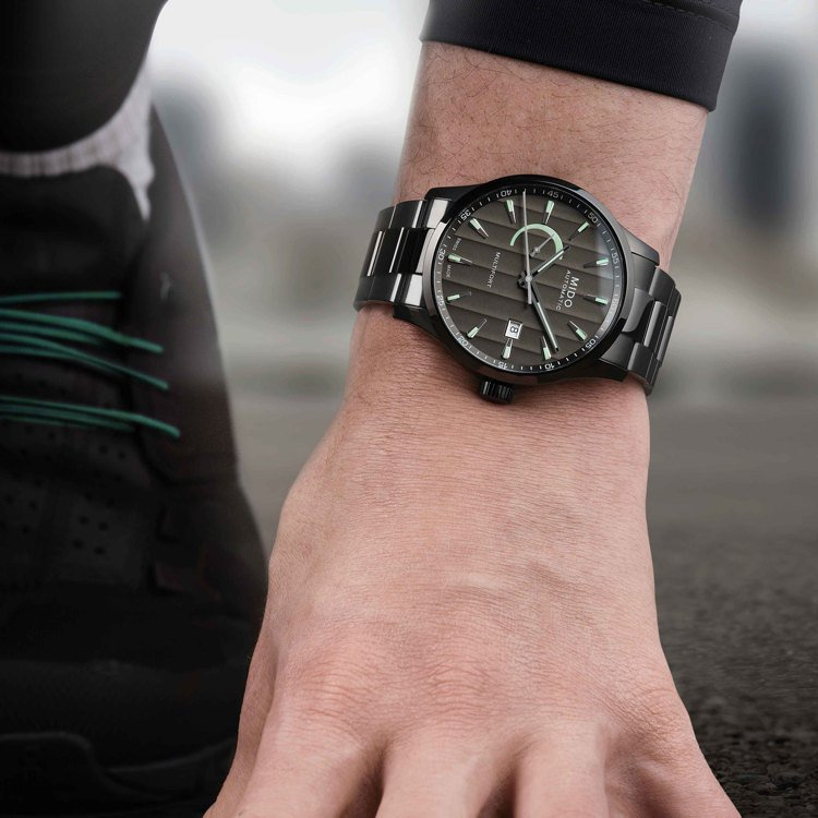由於有日內瓦波紋,讓美度的Multifort動力儲存腕表,帶有奇異光澤。圖 / ...