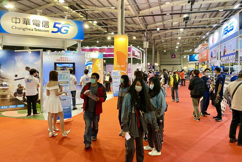 台中資訊月在台中國際展覽館盛大登場,今年主題為「數位催化,智連未來」。記者宋健生/攝影