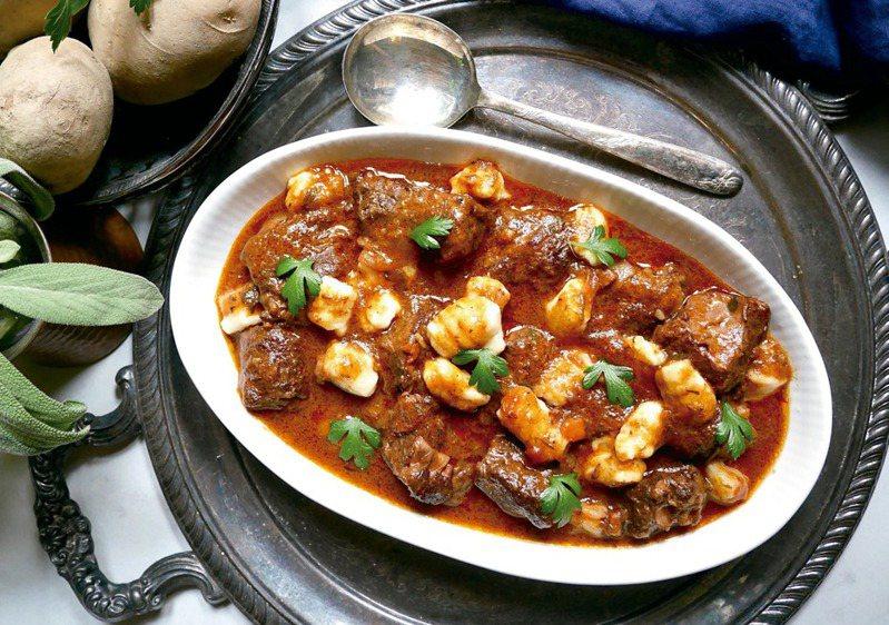 燉牛肉麵疙瘩。圖/橘子文化提供