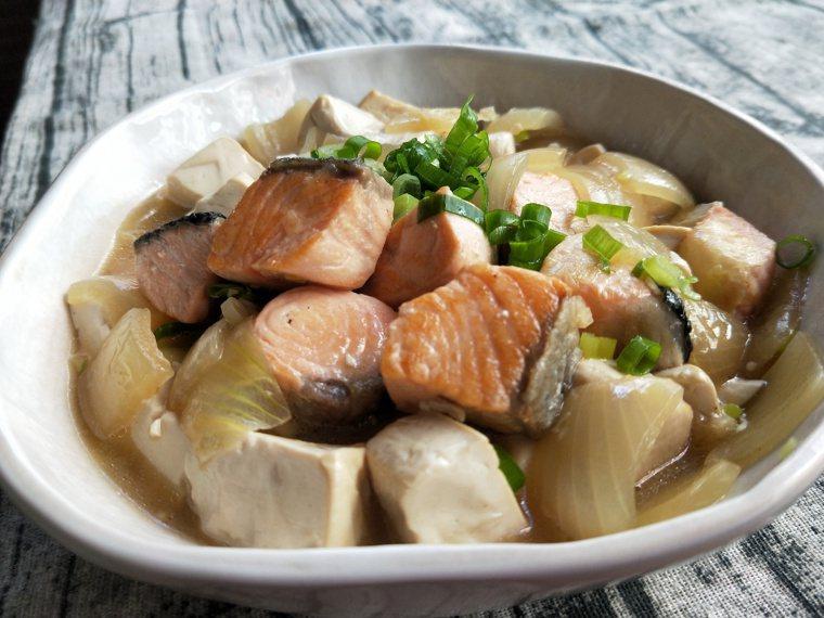 鮭魚豆腐煲 圖/陳芸英提供