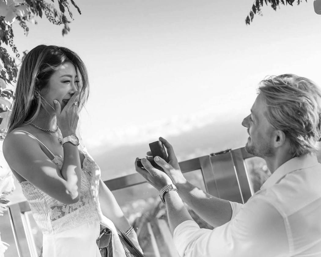 法比歐求婚成功,未婚妻看到戒指時充滿驚喜。圖/法比歐臉書