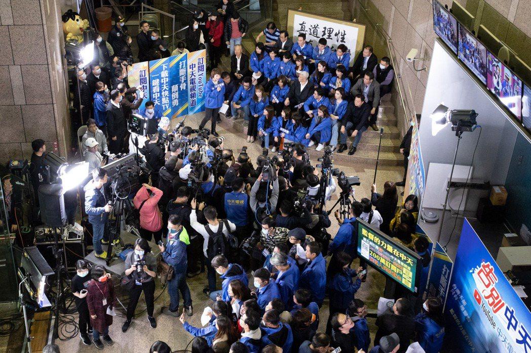 中天新聞台員工齊聚一堂。記者季相儒/攝影