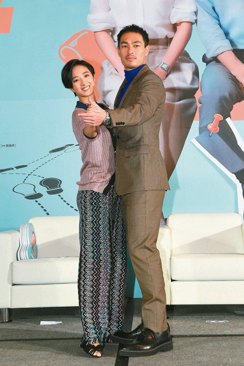 桂綸鎂(左)、楊祐寧在電影「腿」中,演出一對情感深厚的夫妻。 圖/甲上提供